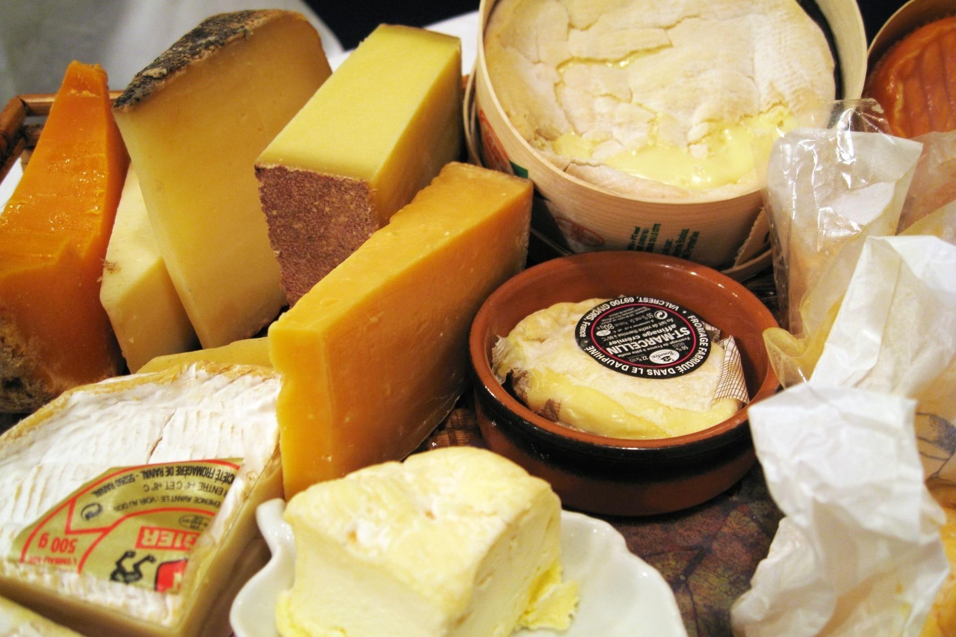 牛乳の栄養が凝縮さらた「チーズ」低糖質で糖質制限に適しています!