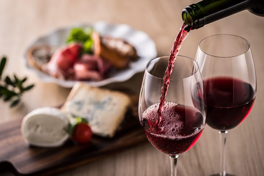 糖質制限中でもワインは楽しめる!赤か白どちらでもOK。